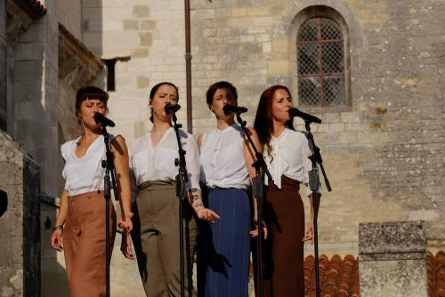20180823 1717 vezelay brunettes JEXM1081